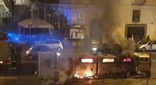 Napoli, cassonetti incendiati a Monteoliveto: «C'è un preciso piano criminale?»