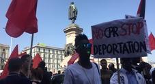 Il 25 aprile di Napoli per i migranti: «Condizioni più umane per i centri di accoglienza»
