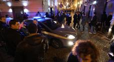 Cocktail venduti ai minorenni: blitz della polizia, chiuso noto baretto a Chiaia