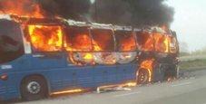 Immagine Terrore lungo l'A1: pullman a fuoco, autostrada chiusa
