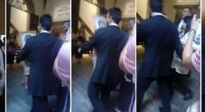 Firenze, Marina Abramovic aggredita: un uomo le lancia un quadro in testa