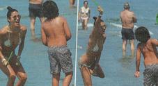 Elisabetta Gregoraci balletto scatenato in bikini dopo la vittoria contro Nathan Falco
