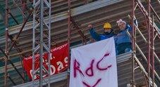 Operai ex Fca in cima al campanile, Tridico li chiama: «Ma restiamo qui»