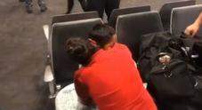 Usa, migrante riabbraccia il figlio dopo un mese: il video è commovente