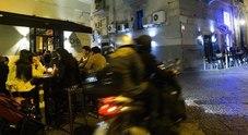 Napoli, notte di follia a Chiaia: 19enne accoltellato ai «baretti»