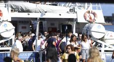 Napoli, è il caos degli aliscafi: spuntano i bagarini, rivolta a Capri