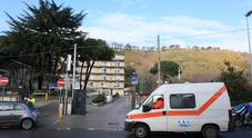 Napoli, guardia giurata si spara e precipita dalle scale: soccorsi vani