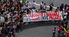 Napoli, l'assalto dei green block: occupati gli uffici dell'Enel