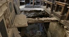 Napoli, choc agli Incurabili: crolla pavimento dietro l'altare della chiesa del '500