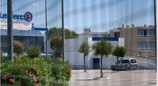 Francia, due feriti al supermercato da donna che urla: «Allah Akbar»