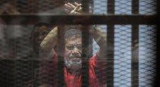 Egitto, morto in tribunale ex presidente Morsi, proclamato lo stato di emergenza Erdogan: «È un martire»