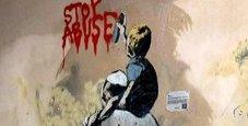 Immagine «Stop abuse», graffito contro la pedofilia