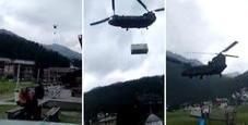 Immagine Elicottero in Valtellina, volano i tetti: ferito bimbo