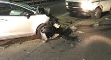 Napoli: la rapina fallisce, camion-ariete lanciato sulla Statale. Automobilista ferito