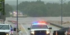 Immagine Texas flagellato da pioggia: ponte crolla, tre morti