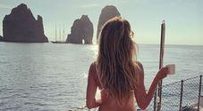 La supermodella tedesca Heidi Klum sempre più sexy a Capri, è polemica per le foto hot su Instagram
