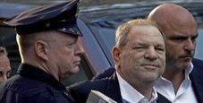 Immagine Weinstein si consegna alla polizia di New York
