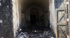 Napoli, incendio a Piazza Mercato: «Locali comunali andati distrutti»