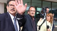 Riace, revocati gli arresti domiciliari a Mimmo Lucano ma divieto di dimora