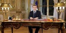 Immagine Gilet gialli, Macron aumenta il salario minimo