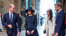 Harry-Meghan e William-Kate ai ferri corti, ma 'uniti' dal gruppo WhatsApp