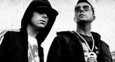 Ivan Granatino e Franco Ricciardi rapinati nel traffico a Napoli: «Banditi a 16 anni»