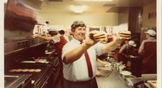 I 50 anni del Big Mac, il panino che ha cambiato il food. In Campania ogni giorno se ne mangiano 4.000