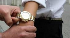Napoli. Tentano di scippargli il Rolex: turista ferito, arrestati i due rapinatori