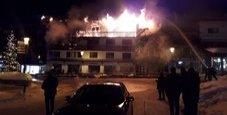 Immagine Resort a fuoco, i clienti si lanciano dalle finestre