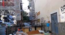 Crisi dei rifiuti a Forcella, gli ingombranti invadono vicoli e strade