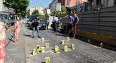 Terrore al centro storico di Napoli: colpi di pistola e portone incendiato