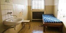 Immagine Sesso con tre detenuti, cuoca accusata di violenza