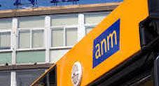 Napoli: sassi contro bus alla Riviera di Chiaia, finestrino in frantumi e paura tra i passeggeri