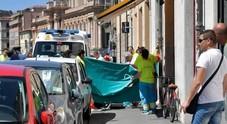 Precipita mentre lava vetri finestra: morta a Livorno domestica napoletana