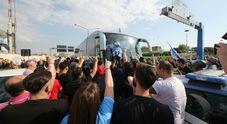 Juventus-Napoli è già cominciata: migliaia dallo stadio all'aeroporto per incitare la squadra