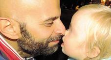 Luca, papà single e omosessuale: «Io e la mia Alba, una famiglia ricca di sfumature»