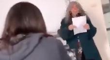 Prof derisa in aula dagli studenti, il video-gogna diventa virale
