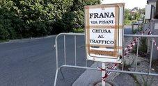 Napoli, il cedimento del costone crea disagi per gli automobilisti dell'area flegrea