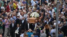 Addio Gimondi, folla a Bergamo: duemila persone per l'ultimo saluto
