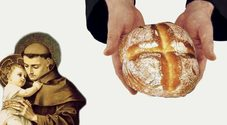 Napoli, il rito dei pani di Sant'Antonio ai Quartieri: «Il 13 porta fortuna»