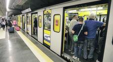 Sovraffollamento di passeggeri, a Napoli stazioni metro chiuse per un'ora