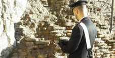 Immagine Roma, turista stacca laterizio del Colosseo