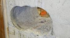 Napoli, colpo a vuoto per la banda  del buco: malviventi in fuga
