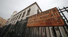 Truffa alle assicurazioni, 2.800 falsi incidenti e 100 euro ai testimoni: arrestati 18 avvocati a Napoli
