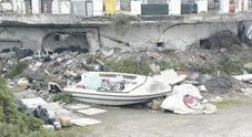 Napoli, vergogna Coroglio: la collina ridotta a discarica