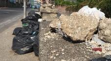 Crisi rifiuti, solo proteste e nessuna soluzione: «Sarà emergenza»