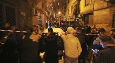 «Napoli, le armi della faida di camorra nascoste nei copertoni delle auto dei residenti»