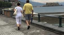 Ferragosto a Napoli, spiagge vuote  e tutti con gli ombrelli sul lungomare