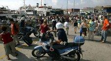 Maxi rissa a colpi di sassi a Ischia: interviene la polizia, cinque arresti