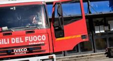 Napoli. Appiccano fuoco a portone scuola: sorpresi 4 minorenni, due denunciati